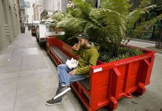 Gardening In The City Mini parks in San Francisco. Every city should do this. - Since San Francisco residents and visitors have enjoyed a growing ecosystem of mini plazas and tiny parks aka parklets. The small public spaces, on Urban Furniture, Street Furniture, Furniture Design, Concrete Furniture, Furniture Nyc, Cheap Furniture, Poket Park, Landscape Architecture, Architecture Design