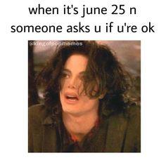 micheal jordan memes No Im not, my love died. Michael Jackson Dangerous, Art Michael Jackson, Michael Jackson Wallpaper, Michael Art, Mj Quotes, The Jacksons, Stupid Memes, Funny Relatable Memes, Best Memes