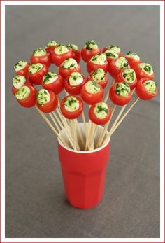 To achieve this bouquet, so you need:  cherry tomatoes not too small  small balls of mozzarella  of wild garlic pesto , basil or a mixture of finely chopped herbs  sticks, wooden skewers