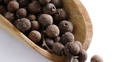 """Black Pepper Oil, Some Uses. Black Pepper (Piper nigrum) not only warms the body but also re-energizes your system. The oil has a spicy, pungent aroma with a slightly sweet overtone that makes you smile. Aromatic influences: Motivate into action when feeling """"stuck"""", stimulating mental energy, feelings of courage, and bravery, particularly about speaking in public. Fiery, stimulating, and summery. Fortifying. Combines well with: Cinnamon Bark, Clove Bud, ... Read More »"""