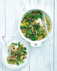 Think risotto, then crank things up a notch – this hearty combination of kale, leeks and pearl barley topped with smoked bacon is a filling midweek recipe that's full of texture. Leek Recipes, Vegetarian Recipes, Cooking Recipes, Healthy Recipes, Healthy Meals, Kale Juice, Sushi Lunch, Pearl Barley, Midweek Meals