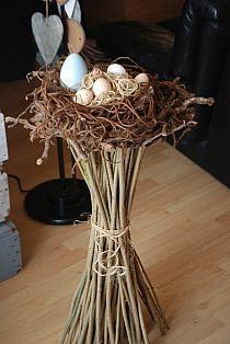 Wielkanoc - Stylowi.pl - Odkrywaj, kolekcjonuj, kupuj Easter Flower Arrangements, Floral Arrangements, Easter Table, Easter Eggs, Bird Nest Craft, Easter Egg Designs, Easter Activities, Easter Holidays, Deco Table