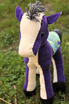Sewing a vintage horse, pattern by Jill Hamor