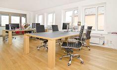 Schöne Arbeitsplätze in hellem Loftbüro #Büro, #Bürogemeinschaft, #Office, #Coworking, #München, #Munich