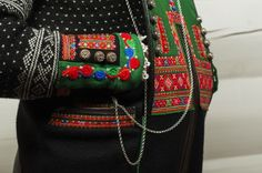 Setesdal Husflid Folk Costume, Costumes, Nordic Sweater, Folk Clothing, Color Shapes, Traditional Outfits, Norway, Textiles, Embroidery