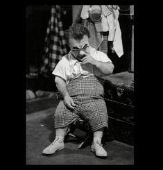 Prince Paul Alpert: The Legendary Photo Is he picking his nose? Pt Barnum Circus, Circus Clown, Creepy Carnival, Creepy Clown, Smoking Photos, Photo Playing Cards, Prince Paul, Sideshow Freaks, Vintage Clown