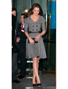 The oversized collar and swingy skirt make her waist look extra-tiny. Accordingly.. said the article.