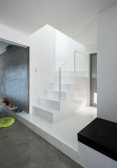 Diese Treppe fällt neben den Betondetails wunderbar auf