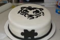 Tiger silhouette  By MrsFoltz on CakeCentral.com
