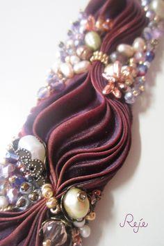 Ribbon Jewelry, Soutache Jewelry, Fabric Jewelry, Jewelry Crafts, Shibori Fabric, Shibori Tie Dye, Ideas Joyería, Handmade Beaded Jewelry, Beaded Embroidery