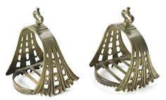 Pareja de estribos españoles en bronce, del siglo XVI