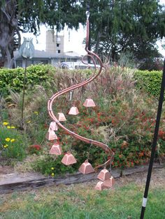 13 Crafty DIY Wind Chimes Lots of Ideas and Tutorials! Including from instructables, this copper hardware hanging wind chime that anyone can make. Garden Crafts, Garden Projects, Garden Art, Metal Crafts, Diy And Crafts, Recycle Crafts, Carillons Diy, Sun Catchers, Rama Seca