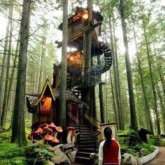 Funny pictures about Multi-layered tree house. Oh, and cool pics about Multi-layered tree house. Also, Multi-layered tree house. Future House, My House, Cool Tree Houses, Beautiful Tree Houses, Beautiful Homes, Tree House Designs, In The Tree, Bungalows, Play Houses