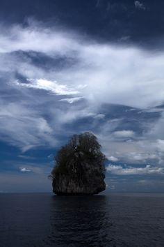 https://flic.kr/p/HBMNqx | El Nido Rock | Amazing rock formations in the ocean in El Nido, Palawan, Philippines.