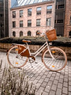Könnyű acél vázas Női vintage bicaj.Vázkialakítása miatt könnyen felkaphatod és felszaladhatsz vele az emeltre. Bicycle, Vintage, Vehicles, Classic, Derby, Bike, Bicycle Kick, Bicycles, Car