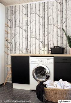 Kodinhoitohuoneeseen tyyliä, tapetti:) - style to the laundry room, I love the wall:) Laundry Closet, Laundry Storage, Closet Wallpaper, Utility Cupboard, Laundy Room, Dc Fix, Inside A House, Toilet Room, Trendy Home Decor
