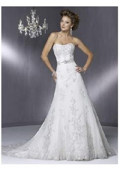 Lace Wedding Gown // Gorgeous! Dreamed about my wedding last night...I was wearing a similar gown :)