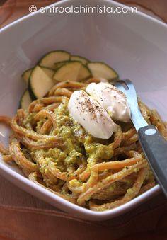 Spaghetti al Pomodoro con Pesto di Zucchine, Zafferano e Pistacchi