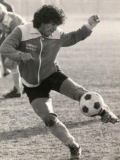 Diego Maradona training before Juventus-Napoli game; December 21, 1984; by Piero De Marchis