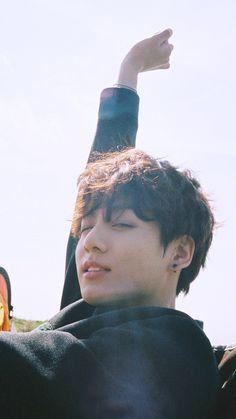 """jungkook with curly hair : a necessary thread"" Foto Bts, Bts Photo, Taekook, Bts Jungkook, Jung Kook, Fangirl, Les Bts, K Wallpaper, Bts Lockscreen"