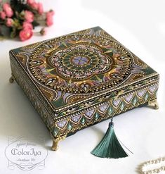 Our goal is to keep old friends, ex-classmates, neighbors and colleagues in touch. Mandala Art, Mandala Painting, Dot Painting, Creative Diary, Hand Painted Dishes, Altered Boxes, Glass Boxes, Decoupage, Casket