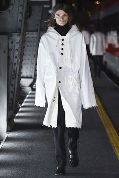 See the complete Damir Doma Fall 2016 Menswear collection.