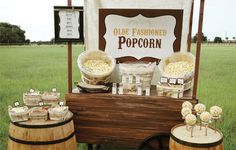 Everybody loves popcorn! Especially when they can season it just the way they like it. I created this Rustic Popcorn Bar for a family reunion Popcorn Stand, Popcorn Bar, Popcorn Poster, Popcorn Station, Gourmet Popcorn, Buffet Original, Food Trucks, Bar A Bonbon, Wedding Ideas