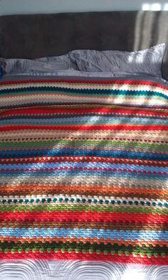 pattern from colour design by Zach. The original 'Mummy Hug' blanket Chrochet, Crochet Granny, Stripe Pattern, Afghans, Yarn Crafts, Hugs, Embroidery Designs, Colour, Blanket