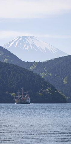 Tour leader David took a great pic of pirate ship crossing Hakone Japan, Japon Tokyo, Mount Fuji, Great Pic, Mount Rainier, Art Museum, Countryside, Sunrise, David