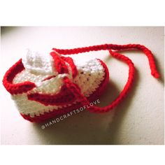 handcraftsoflove Custom color way request.  #customorderswelcome #etsy #etsyseller #crochet #crochetersofinstagram #crochetnike #nikeinspired #kicksoftheday #shoestagram #kickstagram #shophandmade #shopsmall #redandwhite #babyshoegame #shoegameonpoint #handcraftsoflove