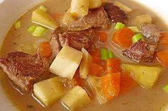 Gemüse-Fleisch-Topf: Rindergulasch mit Pastinaken, Süßkartoffeln und Möhren, ein raffiniertes Rezept aus der Kategorie Schmoren. Bewertungen: 6. Durchschnitt: Ø 3,9.