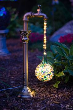 DIY Waterdrop Solar Lights Easy, budget friendly and one of a kind DIY backyard ornaments and landscape lights Upcycled candle sticks Upcycled plant watering globes Step-by-step tutorial for DIY waterdrop solar lights DIY whimsical garden lights Garden Crafts, Garden Projects, Garden Art, Garden Ideas, Diy Projects, Garden Oasis, Backyard Projects, Art Crafts, Easy Garden