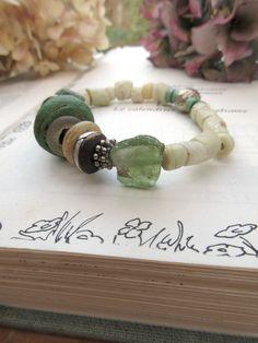 Rustique Liesse : bracelet primitif tribal avec perles rares et verre époque romane ... : Bracelet par les-reves-de-minsy