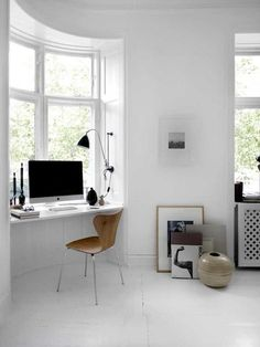 White Modern Scandinavian Home Office Interior with Arne Jacobsen Chair Home Office Space, Office Workspace, Home Office Design, Home Office Decor, House Design, Home Decor, Office Ideas, Office Nook, Desk Space