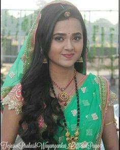 She's always beautiful in such sarees Indian Tv Actress, Beautiful Indian Actress, Beautiful Actresses, Pakistani Girl, Pakistani Bridal, Beautiful Girl Image, Beautiful Bride, Tejaswi Prakash, Gold Mangalsutra Designs