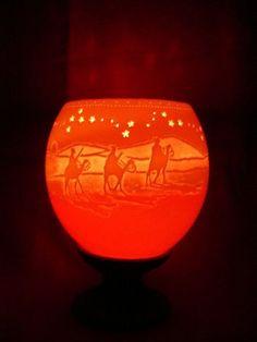 Porta velas feito com casca de ovos de avestruz