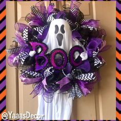 Disney Door Decorations Halloween Ideas For 2019 Halloween Mesh Wreaths, Halloween Door Decorations, Holiday Wreaths, Outdoor Halloween, Halloween Kostüm, Holidays Halloween, Halloween Costumes, Adornos Halloween, Manualidades Halloween
