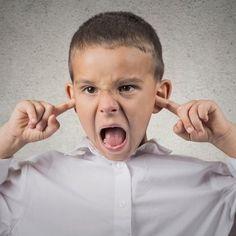 La actitud, conducta o forma de proceder de un niño está directamente relacionada de lo que aprende de sus padres. Nosotros, somos responsables de cómo actúa nuestros hijos, estos 10 signos de mala crianza y malos hábitos así lo indican.