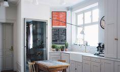 Kika in hemma hos grundarna av Fabrique - Metro Mode Home Kitchen Interior, Kitchen Inspirations, Interior, Home, Kitchen Redesign, Kitchen Remodel, Kitchen Dining Room, Home Kitchens, Kitchen Renovation