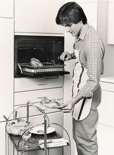 1984: First #microwave combination in Europe. // 1984: Erste Mikrowellenkombigeräte in Kompaktform in Europa. #enjoysiemens  #design #historie