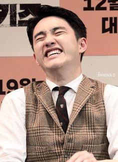 and then he dares to say he's not cute. Baekhyun Chanyeol, Park Chanyeol, Exo Ot12, Kaisoo, D O Exo, Luhan And Kris, Kim Minseok, Do Kyung Soo, Kim Junmyeon