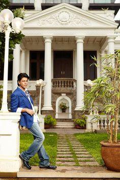 SRK in mannat <3