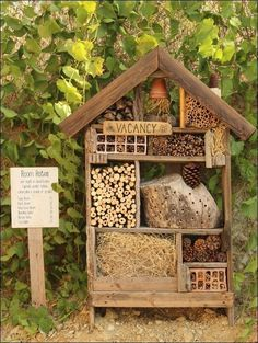How to attract beneficial bugs to your garden with an insect hotel. - How to attract beneficial bugs to your garden with an insect hotel. Diy Garden Projects, Diy Garden Decor, Garden Art, Garden Design, Garden Ideas, Garden Club, Wood Projects, Balcony Decoration, Garden Decorations