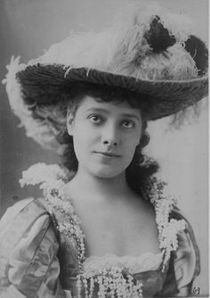Julia Marlowe (August 17, 1865 – November 12, 1950) was an English -born American actress known for her interpretations of William Shakespeare