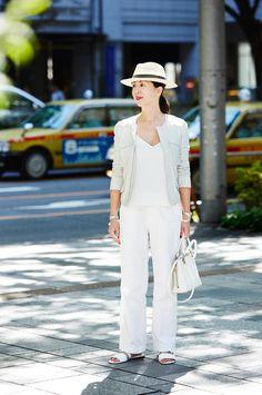 光を味方につけるが勝ち!大人の白の着こなし方 | おしゃれのヒントは、やっぱり街にある SNAP! SNAP! | mi-mollet(ミモレ) | 講談社