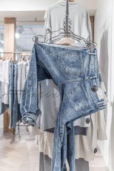 ☆ Clothing Store Interior, Clothing Store Displays, Clothing Store Design, Boutique Interior, Boutique Clothing, Ideas Para Organizar Ropa, Denim Display, Mode Choc, Fashion Displays