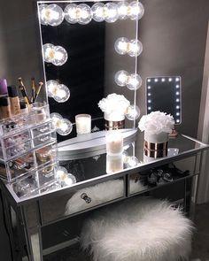 Makeup vanities cases for stylish bedroom makeup vanity desk black makeup v Corner Makeup Vanity, Makeup Vanity Case, Make Up Desk Vanity, Bedroom Makeup Vanity, Makeup Vanity Decor, Vanity Desk, Makeup Rooms, Makeup Vanities, Vanity Tables