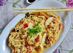 Wok - oppskrift- gode smaker til en deilig middag på 1 time Thai Dishes, Fish Dishes, Veggie Dishes, Tasty Fried Rice, Maggi Recipes, Chinese Food Restaurant, New Year's Food, Warm Food, Food Now