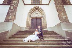 Schody schody schody... Zase ty schody :-) tentokrat boční nepoužívaný vchod do kostela v Jindřichově Hradci a skvělé svatební foceni s Terkou a Martinem.  #svatba #wedding #svatebnifoto #weddingphoto #svatebnifotograf #weddingphotographer #czechwedding #czech #czechphotographer #czechweddingphotographer #nevesta #zenich #jh #jhradec #jindrichuvhradec #schody #stairs #kostel #svatbavhradci #kdyzjepracezabava #mamsvojipracirad #fotiltomilan  Více svatebních fotek najdete na… Milan, Wedding Dresses, Instagram Posts, Bride Dresses, Bridal Gowns, Weeding Dresses, Wedding Dressses, Bridal Dresses, Wedding Dress