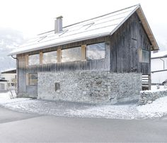 The more than stable building was carefully renovated and is today a contemporary residential building Source by Alpine Modern, Chalet Style, Contemporary Cottage, Modern Bungalow, Farmhouse Remodel, Cabins And Cottages, Modern Farmhouse, Farmhouse Ideas, Architecture Design